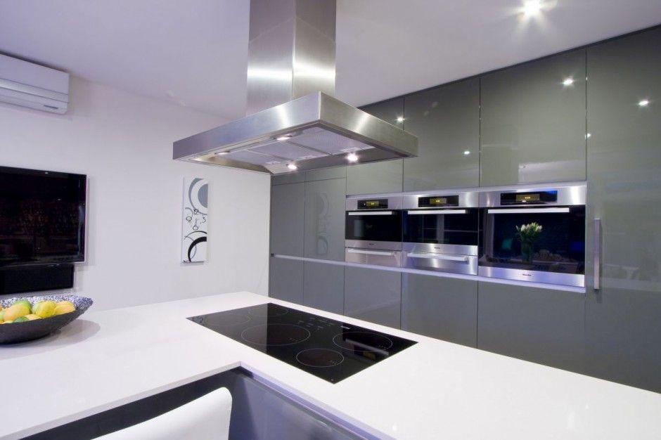 Ultra modern kitchen decor