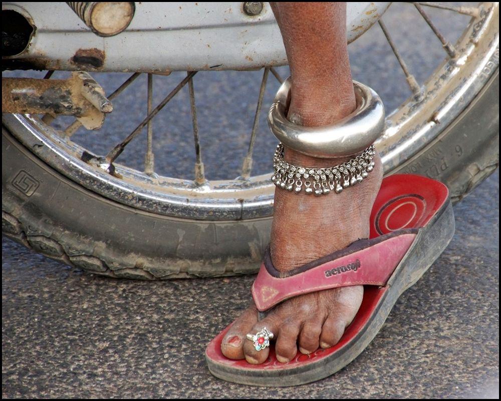 Protecting clothing - Ranakpur, Rajasthan