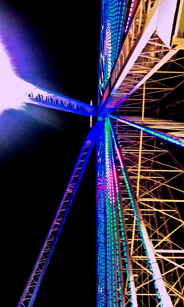 Riesenrad von unten
