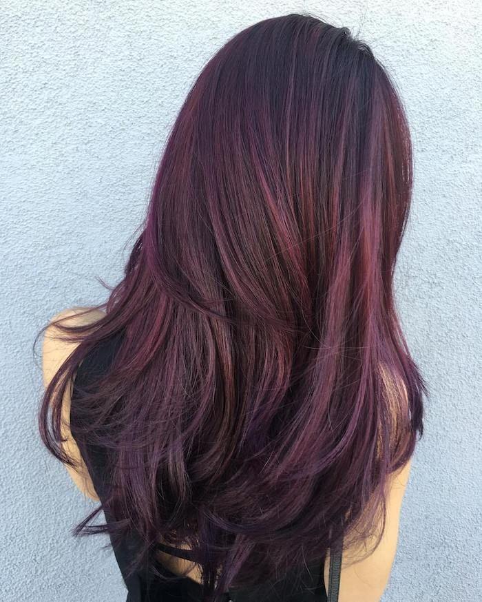 Idee Coiffure Couleur De Cheveux Rouge Coiffure Avec Racines Noires Et Meches Bordeaux Chev Cheveux Bordeaux Cheveux Long Couleur Cheveux