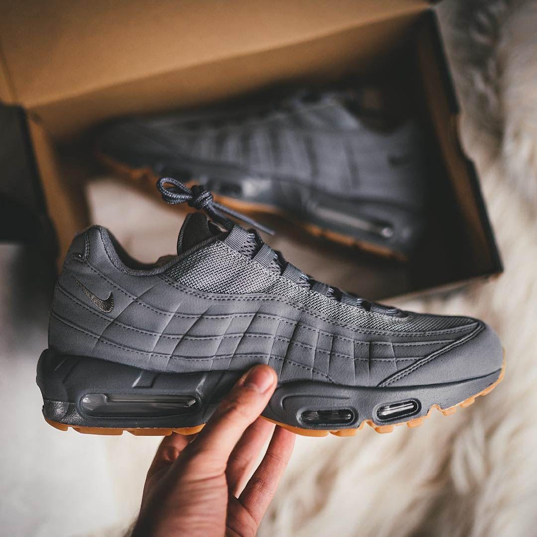 d9c7d3c554c19a1f5d6524efb45e49c3 best shoes on air max 95, dark and nike air max,Womens Clothing Air Max 95