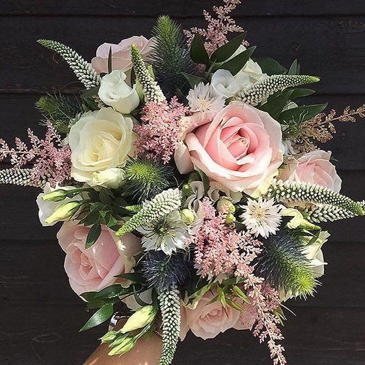 Have a wonderful weekend! Bouquet by @hannahroseflowers #meijerroses #sweetavalanche #weddingidea #weddinginspiration #bridetobe #luxuryroses