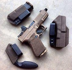 Glock 19 Gen4 FDE w/Trijicon RMR + stippled grip + threaded
