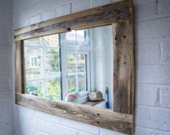 Espejo de ba o r sticos de madera reciclada de por for Espejos de bano rusticos de madera