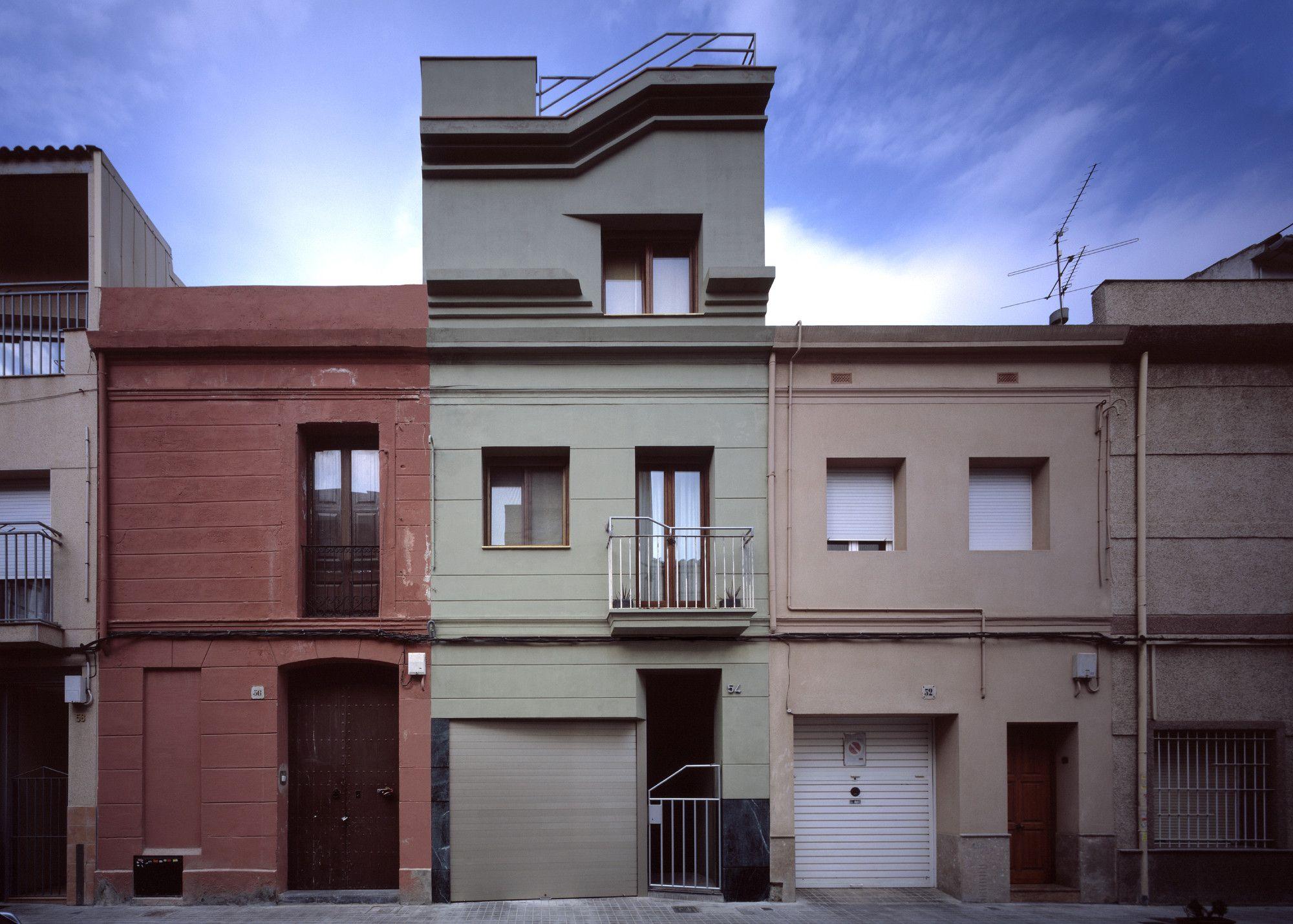Construido por Flores & Prats en Barcelona Spain con fecha 2002