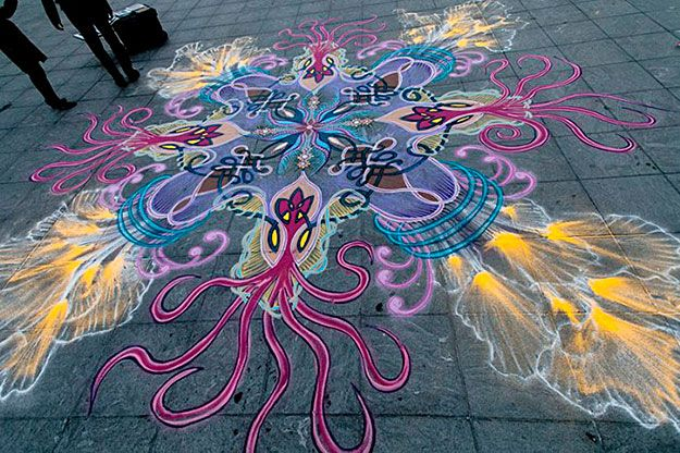 Spontaneous Sand Paintings by Joe Mangrum » Design You Trust. Design, Culture & Society.