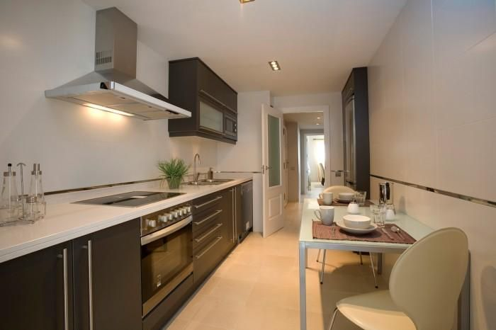 Cocina angosta y larga cocinas estrechas pinterest for Cocinas angostas