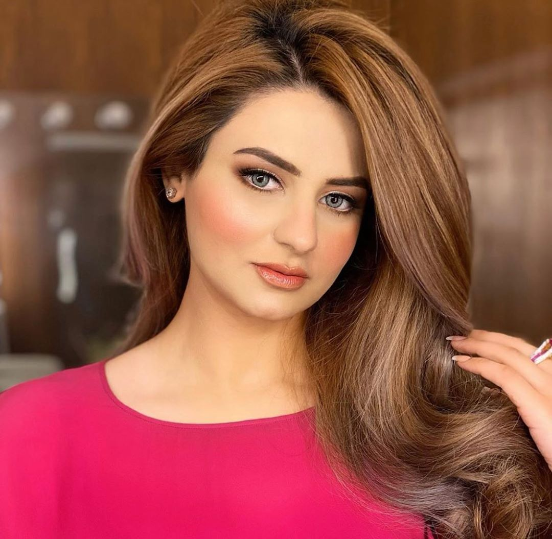 205 Likes 2 Comments Bellapakistan Bellacontactlensespk On Instagram The Beautiful Mishaamir Husky Gray Green Be Green And Grey Beautiful Shades