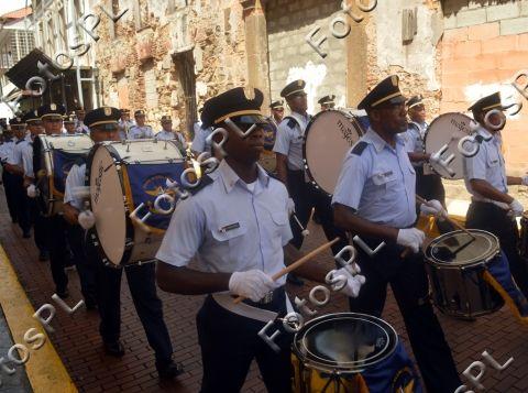 Banda de la policia en fiestas de la Independencia en Panamá