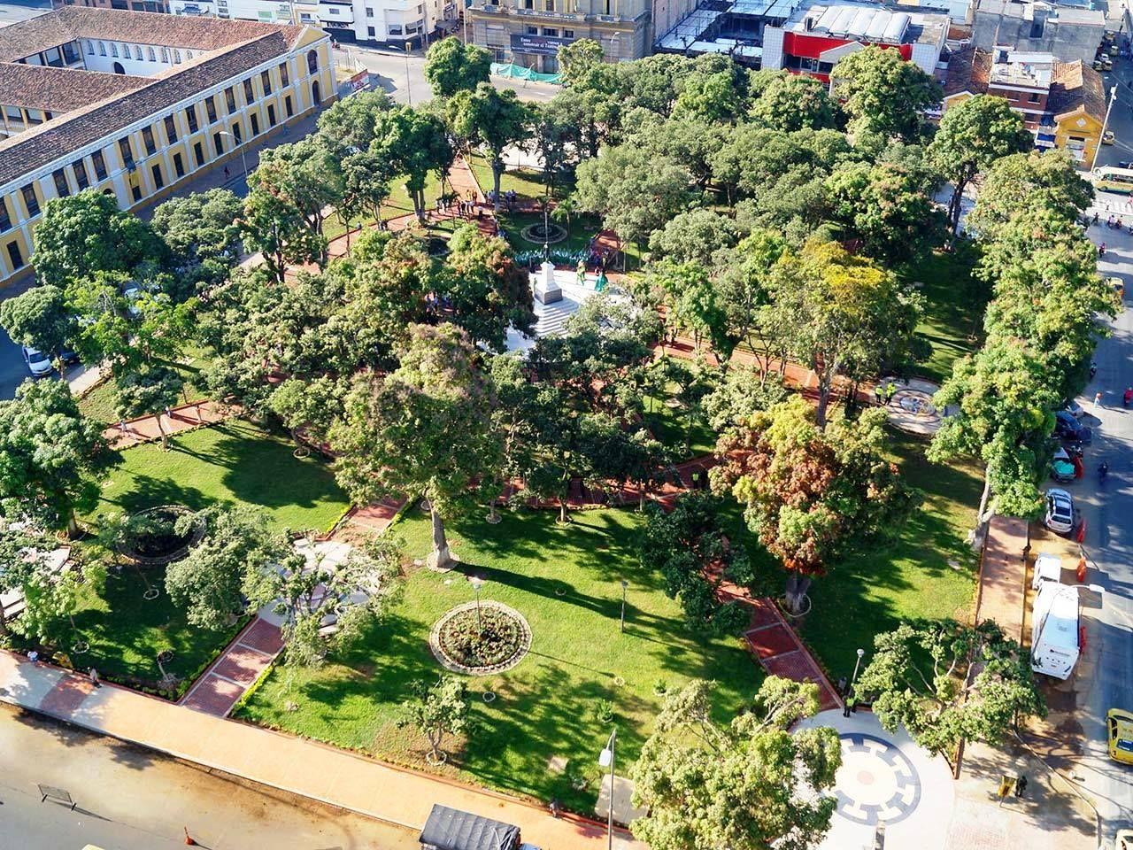 Colombia - Parque Centenario y antiguo colegio del Pilar, Bucaramanga, Santander.