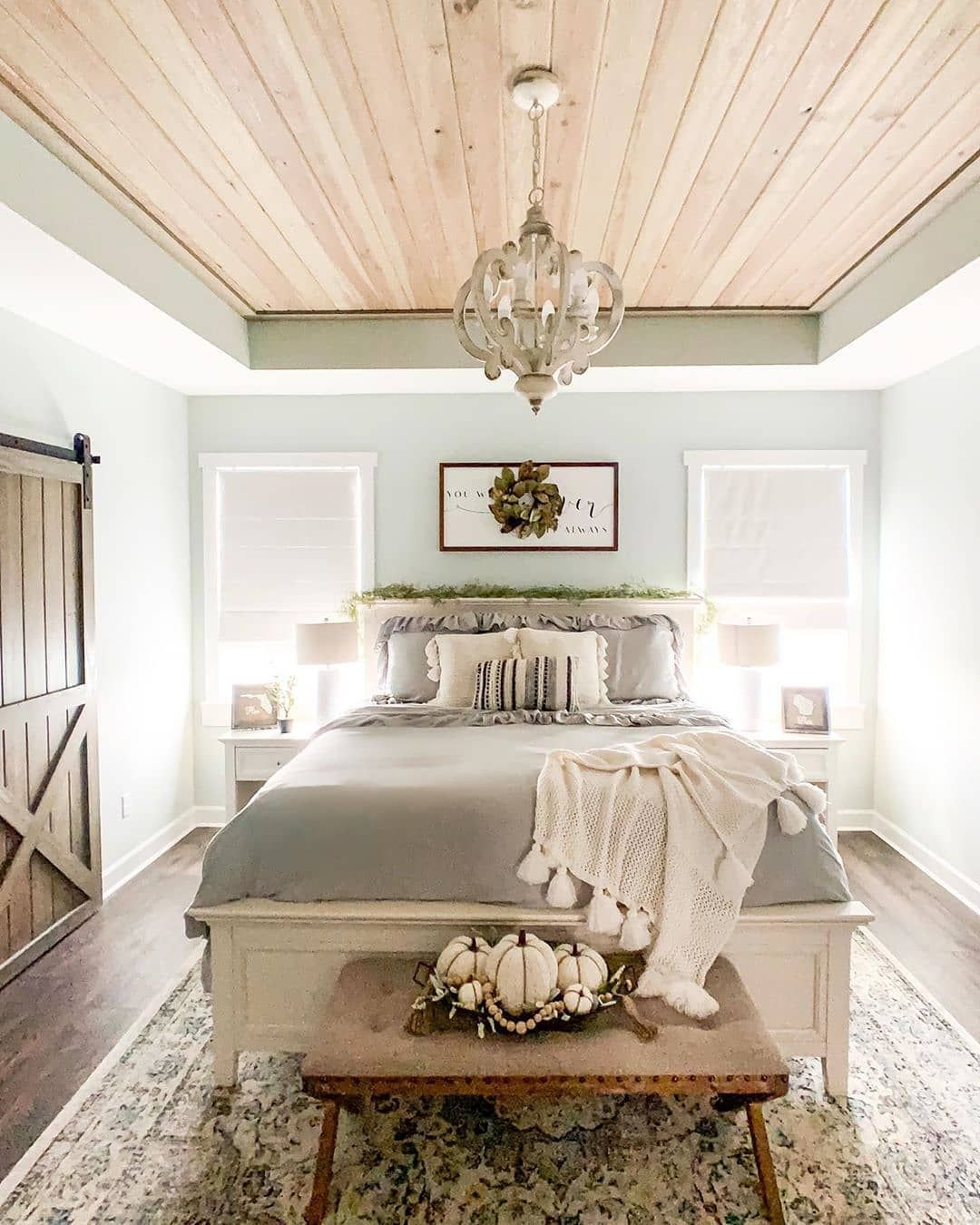 Farmhouse homes on instagram this farmhouse bedroom is
