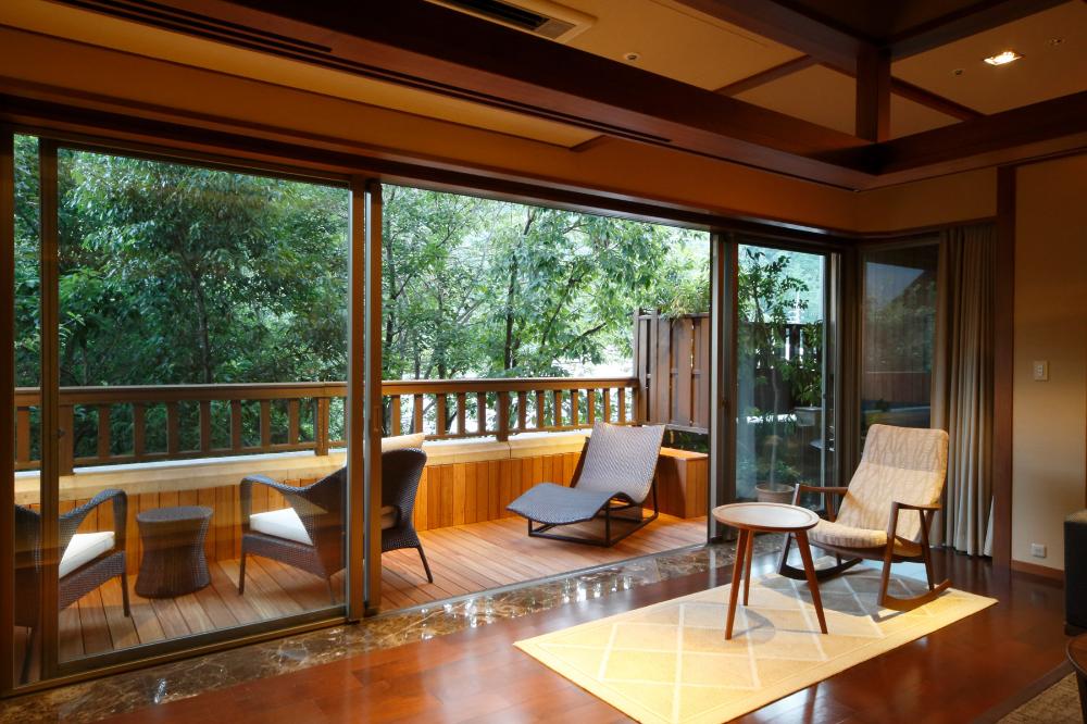 客室タイプ B 別邸 音信 おとずれ 公式サイト 別邸 琉球 畳 大きな窓