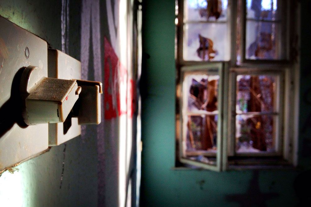 OLD SCHOOL - Zwei Lichtschalter haben den Vandalismus und die ...