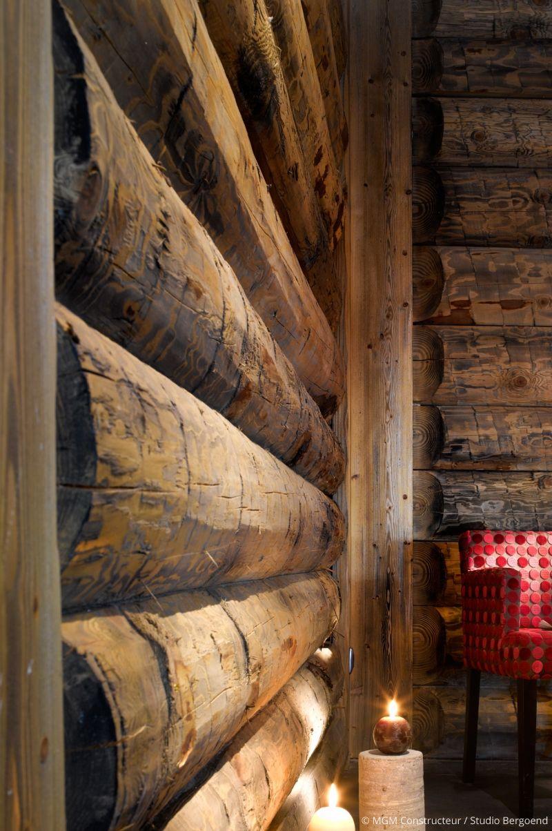chalet la montagne salon poutres et bois d coration chaleureuse salon et pi ce de vie. Black Bedroom Furniture Sets. Home Design Ideas