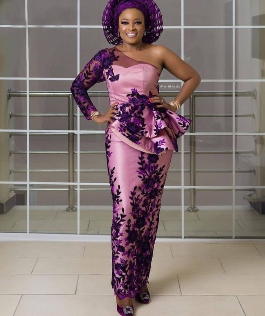 30 GORGEOUS ASOEBI STYLES THAT ARE FLOWING EVERYWHERE IN NIGERIAN PARTY - Aso Ebi Styles - Aso ebi for wedding #nigeriandressstyles