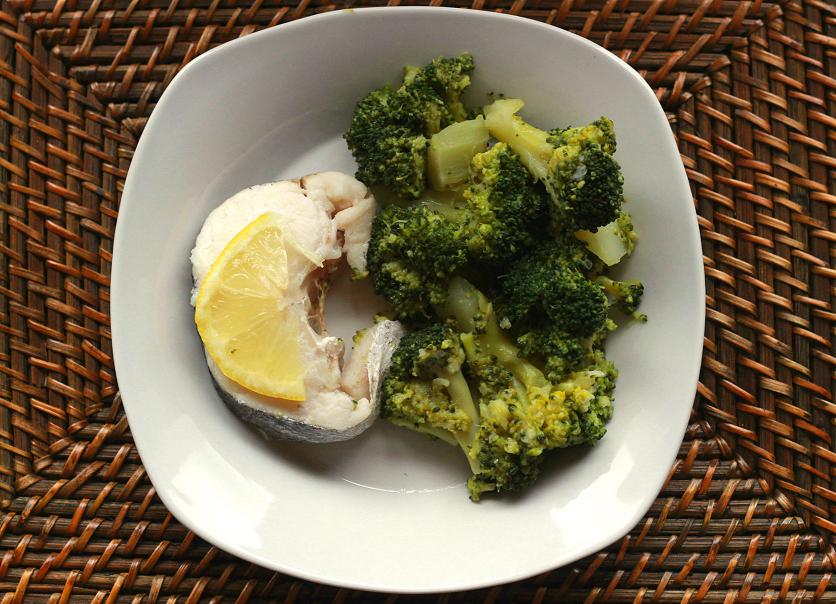 Cocina con Clau: Brócoli al Ajillo con Merluza al Limón