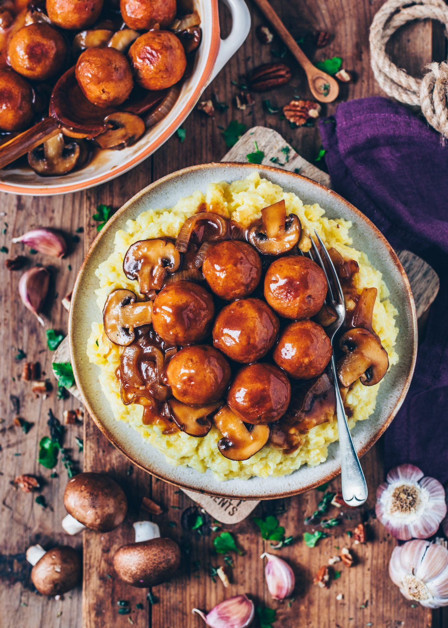 Kichererbsen-Bällchen mit Bratensoße & Kartoffelpüree (vegan) - Bianca Zapatka | Rezepte