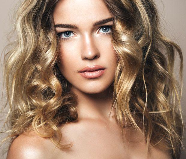 3 façons d'éclaircir ses cheveux naturellement Éclaircir