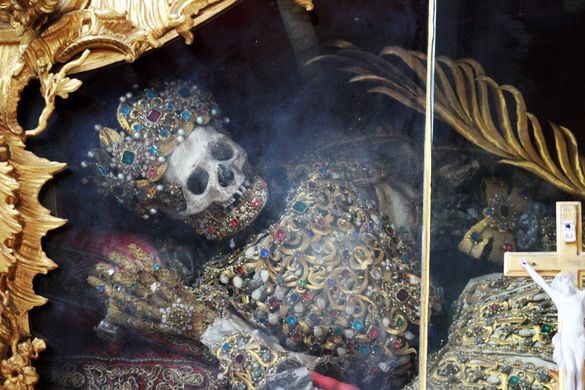 Jeweled Skeletons of the Fürstenfeld Abbey – Fürstenfeldbruck, Germany | Atlas Obscura