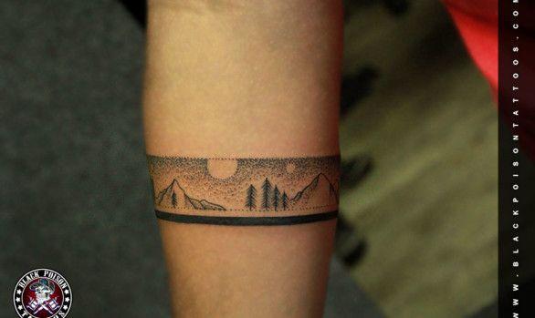 Naturalistic armband tattoo