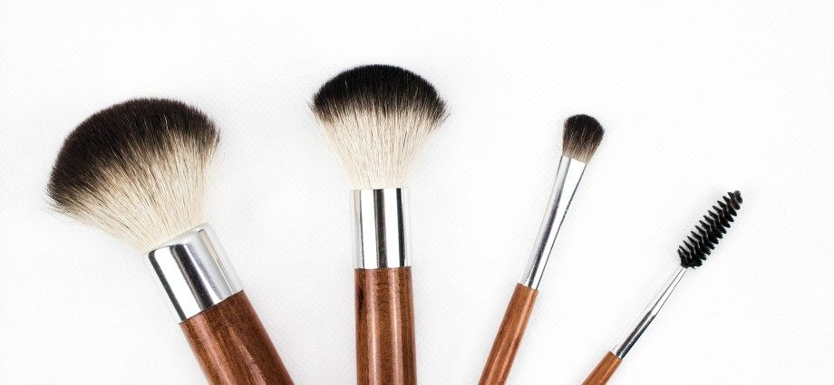The Best Way to Deep Clean your Makeup Brushes Naturally ...