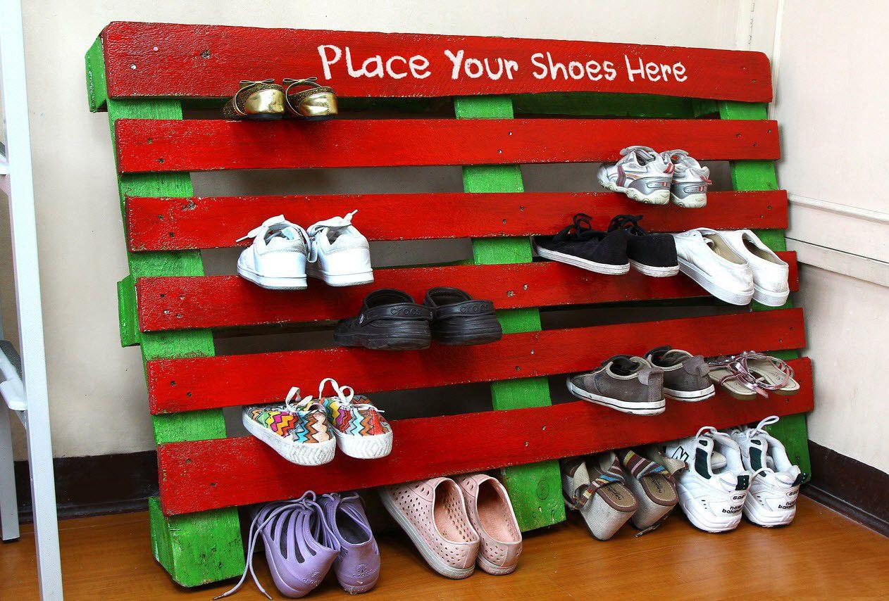 Полки для обуви в прихожую: 70 потрясающих идей для коридора своими руками