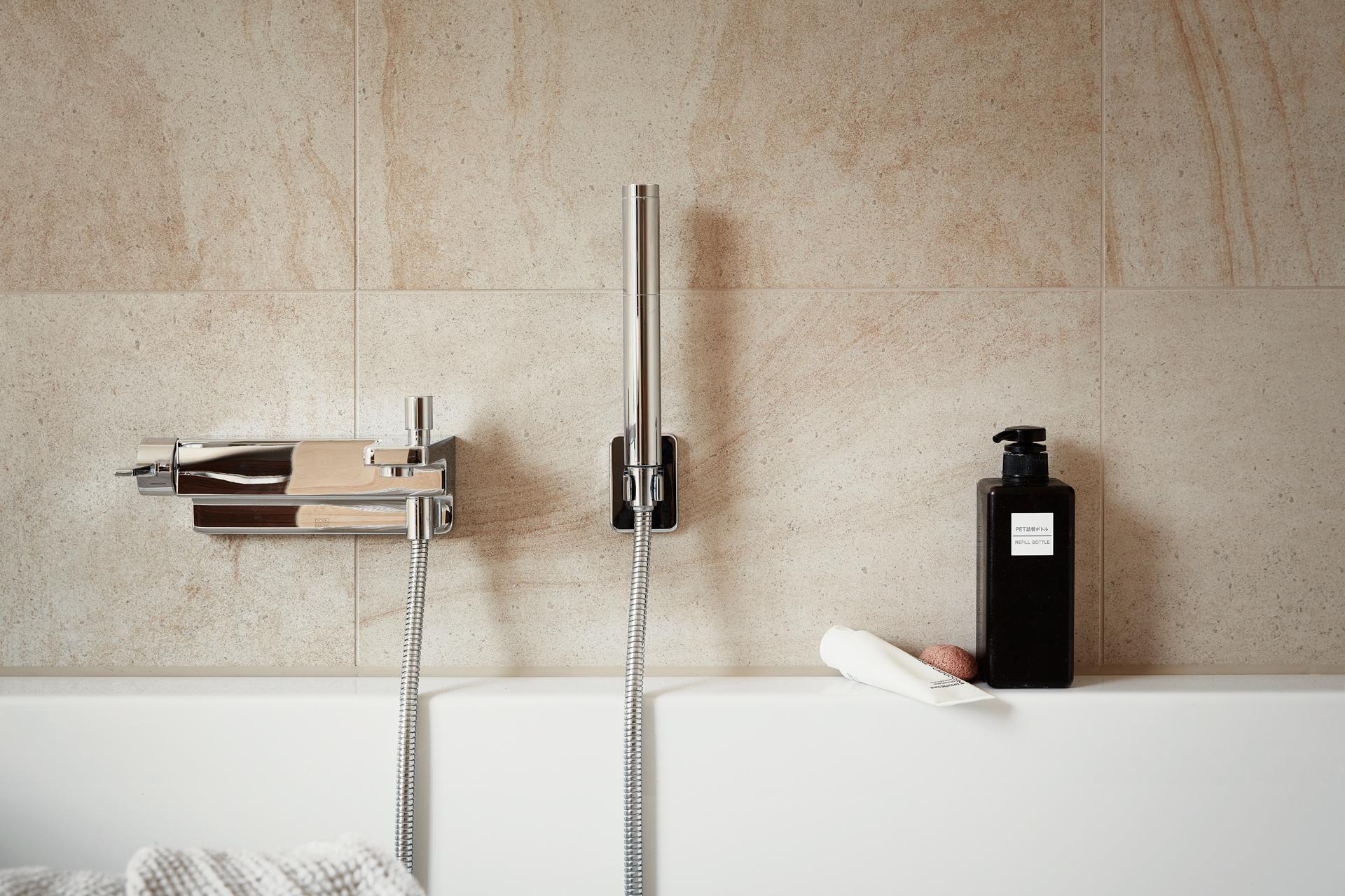 Bathtub Living Interior Berlin Deco Werftstrasse 2 Fantastic Frank Toilet Paper Holder Interior Bathtub