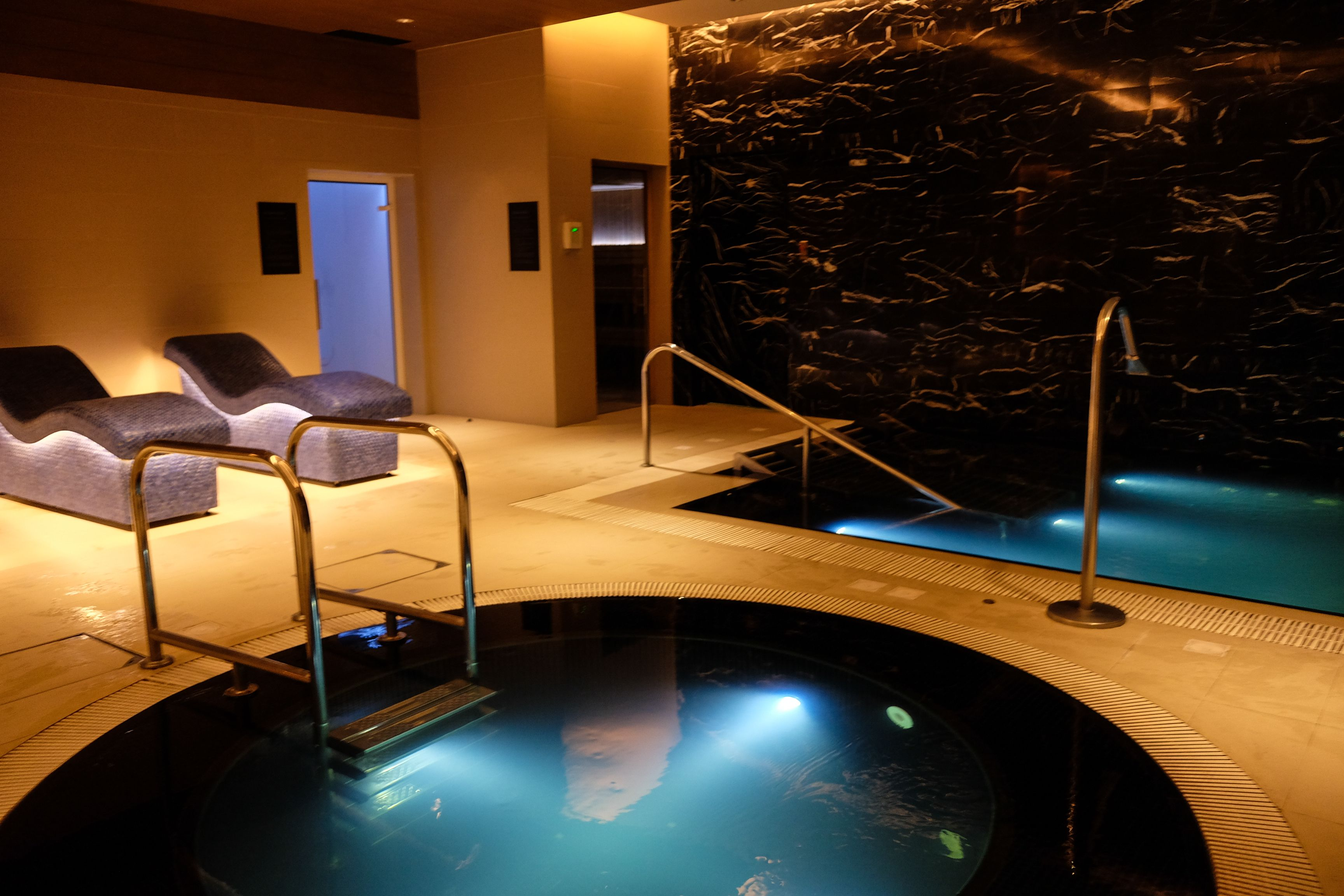 Ultimate relaxation at kerry sports steam room sauna jacuzzi and a cold plunge pool for Swimming pool and jacuzzi near me