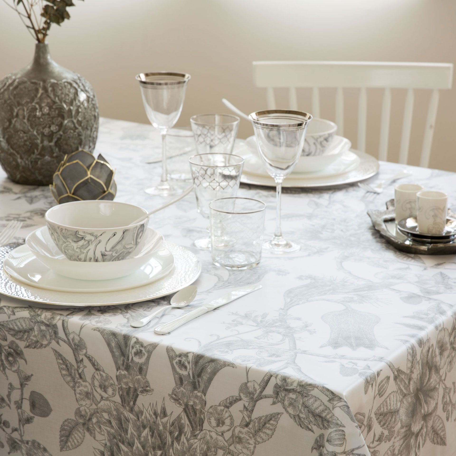 Mantel Plastificado Flores y Moras - Manteles - Mesa | Zara Home ...