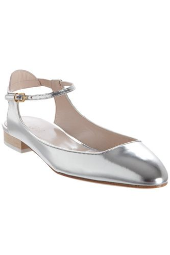 13b77b884 Chloé This flat can carry you from day to evening. Understated, yet gives a  hint of bling where you least expect it.
