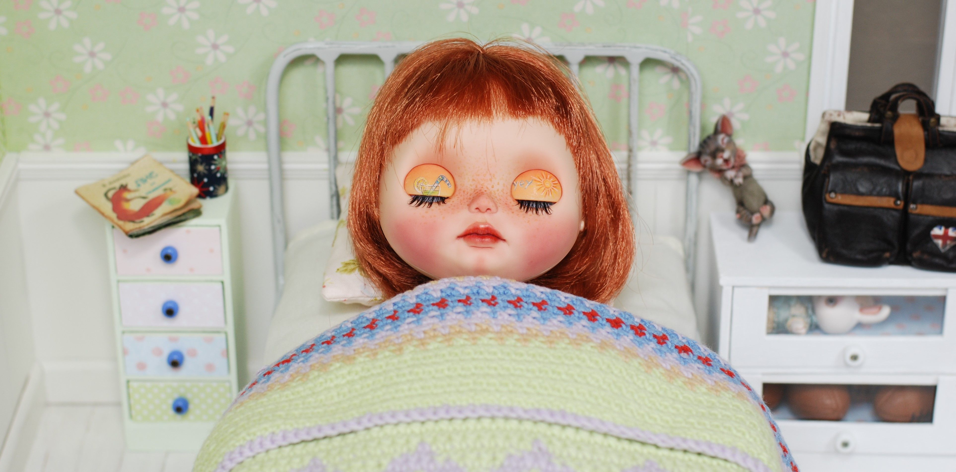 Metal Bed Blythe Littlefee Penny by Linda Macario YOSD With Accessories For Dolls Quilt Handmade Patchwork Diorama 1/6 Bjd Dal Pullip - https://www.etsy.com/listing/470639691/metal-bed-blythe-littlefee-penny-by?ref=shop_home_active_5