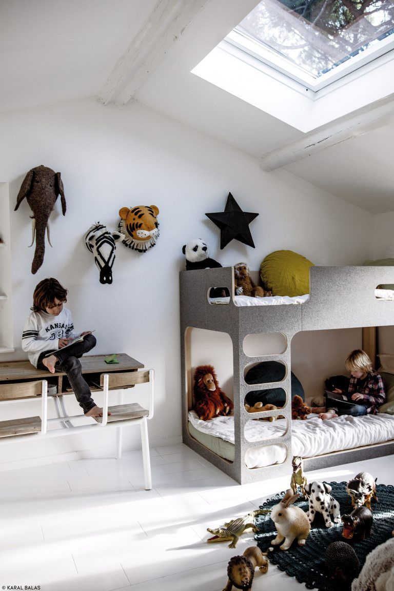 Attic rooms have something really special. A charming atmosphere, without any kind of doubts. A magic place which can be turned into a great kids' rooms. Yes, they will transform your little one's world into a funnier universe. You can find great ideas on today's post. Check it out! #kidsroom #kidsinterior #kidsroomdecor