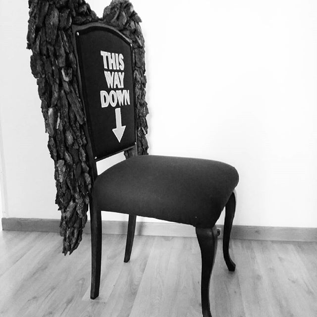 Black & White #winged #chair #accentchair #demonchair #blackandwhite #angel #wings #black #restoration #repurposed #lashendadeco #original #thisway #down #homedecor #upholstered #decor #interiordesign #design #art #mueblesconestilo #estilo #style #furniturewithasoul #comment #dicho #loftdecor #seating