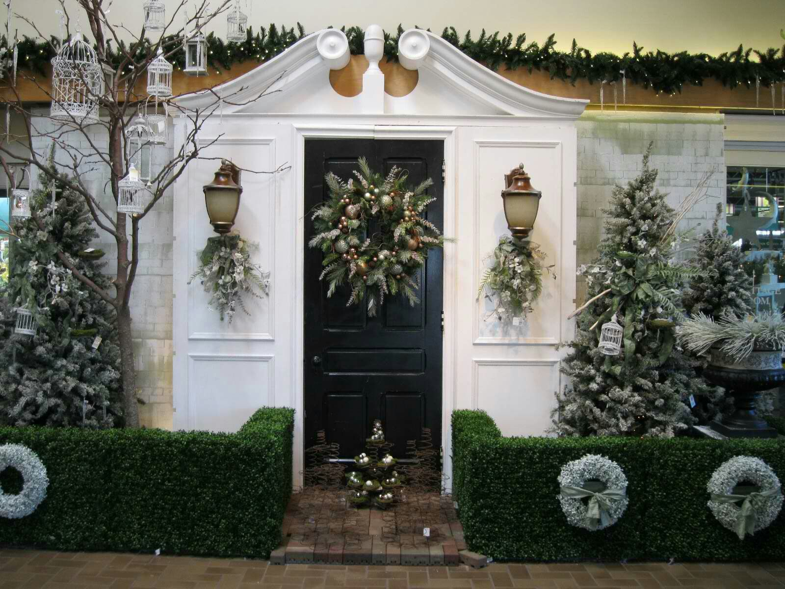 Pin By Lisa Allyn Mcguire On Christmas Decorations Outdoor Christmas Decorations Christmas Door Decorations Front Door Christmas Decorations