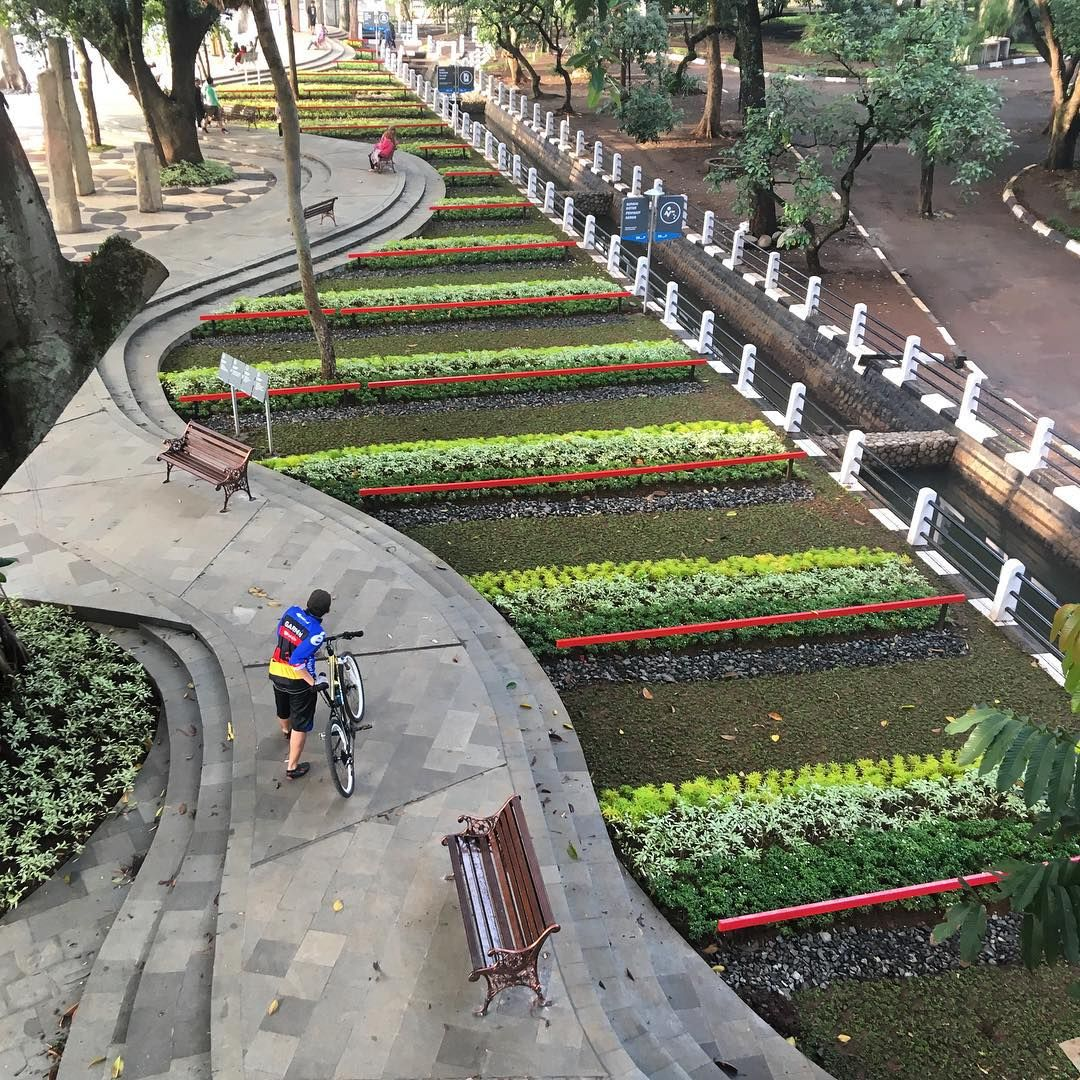 Taman Balai Kota Bandung Bandung Indonesiaworthit Taman Kota Kota Taman
