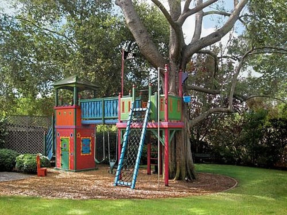 Tree houses for kids here 39 s a colorful tree house for ki for Tree house blueprint maker