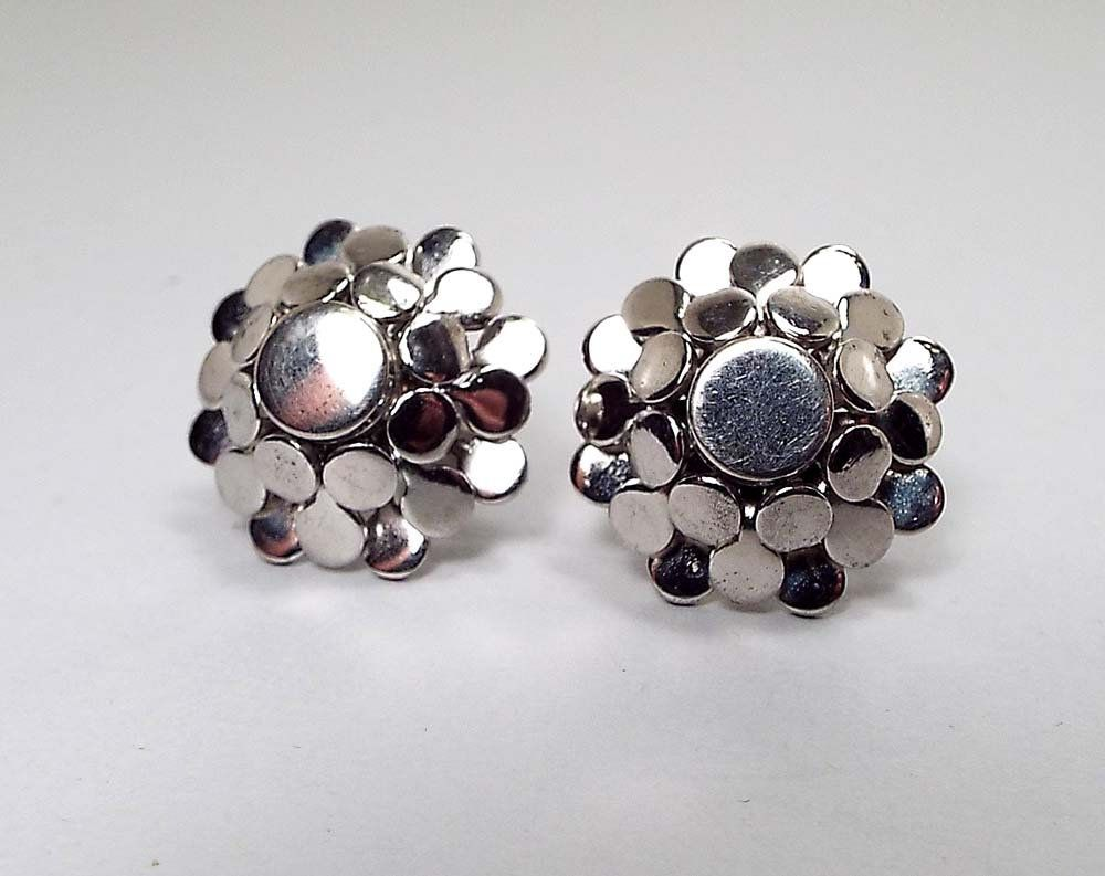 dabbfdf35 Vintage Screw Back Earrings, Silver Tone Round Modernist Floral Design, Mid  Century 1960s 60s by SharkysWaters on Etsy #midcentury #vintage #earrings  ...