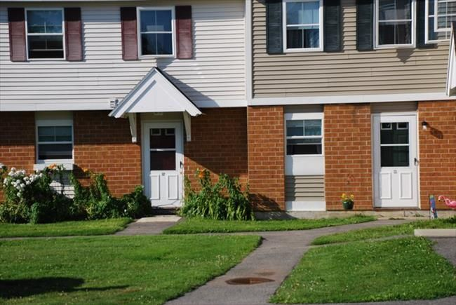 Glenridge Gardens Affordable Apartments In Augusta Me Found At Affordablesearch Com Affordable Apartments Townhouse For Rent Apartment