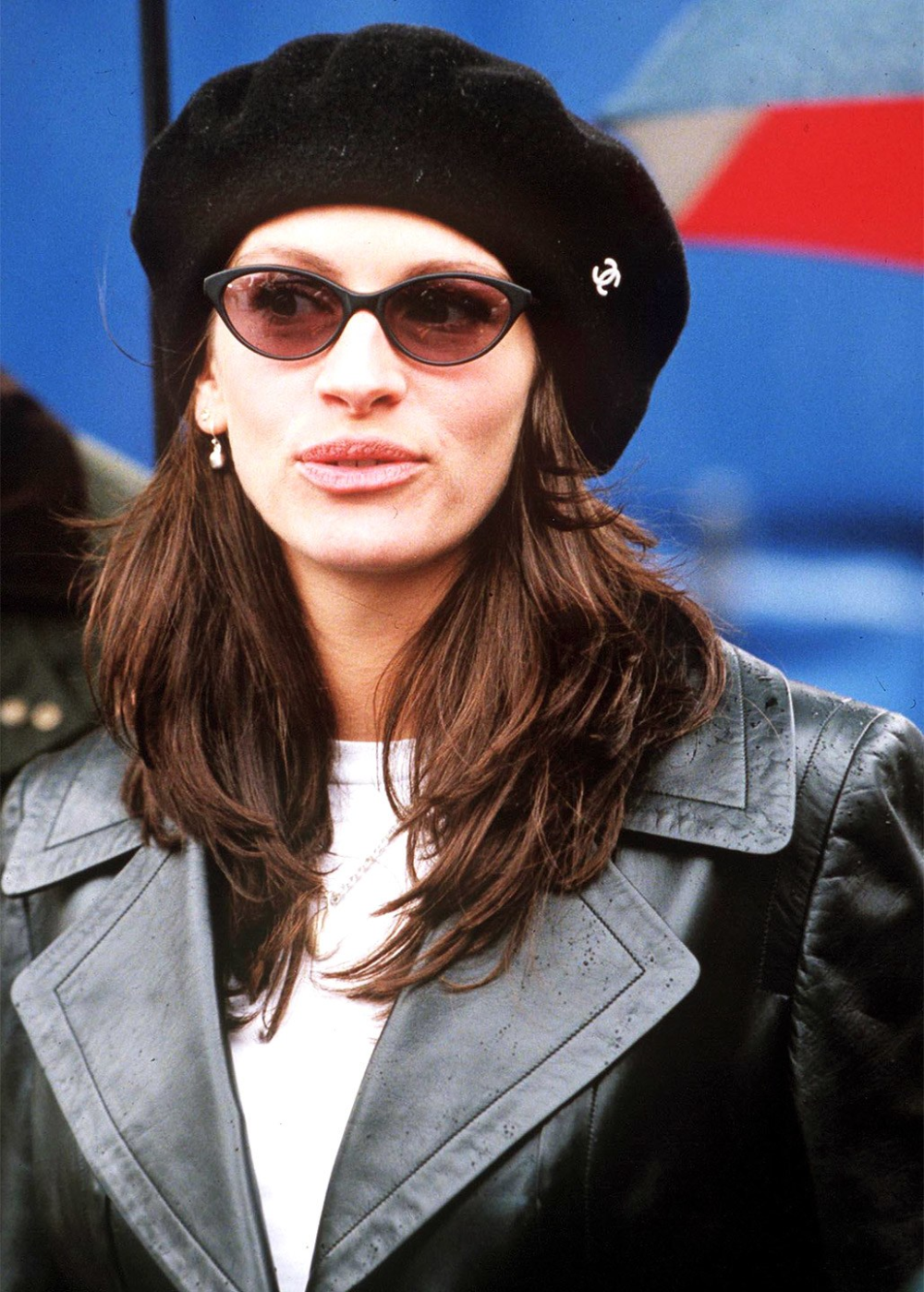 Bella Hadid Might Have Taken The Small Sunglasses Trend Too Far Julia Roberts Style Style 90s Julia Roberts