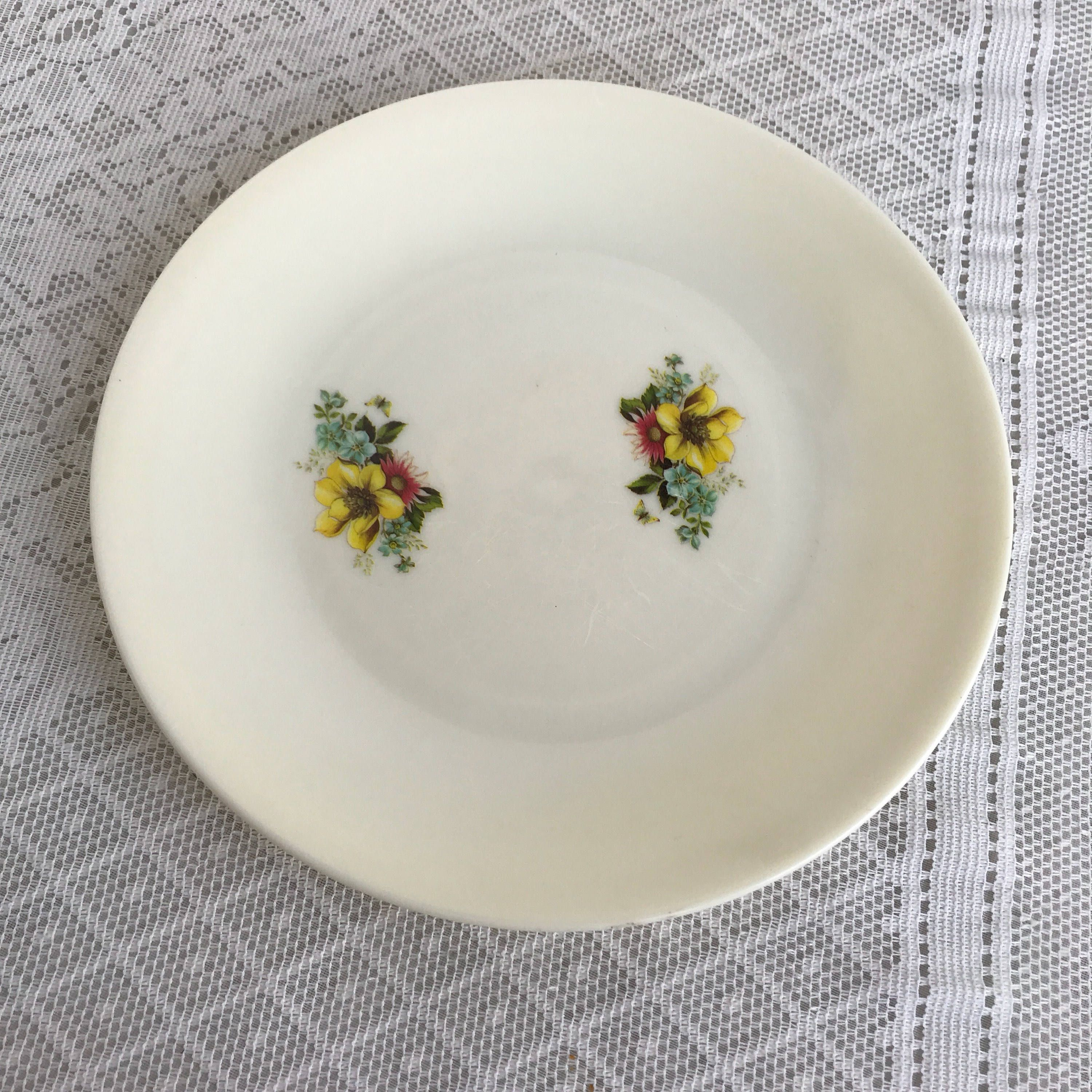 Vintage Melamine Floral Dinner Plate / White Plastic Plate with Flowers / Made in Hong Kong & Vintage Melamine Floral Dinner Plate / White Plastic Plate with ...