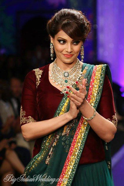 Bipasha Basu for PC Jeweller at IIJW 2014