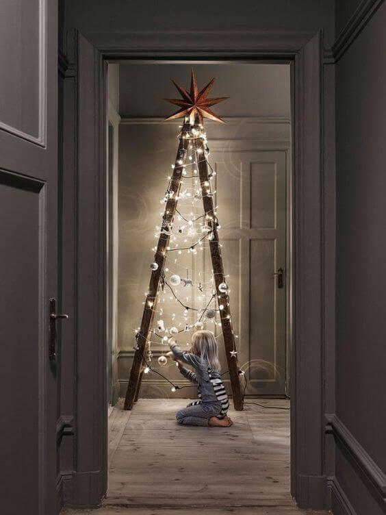 Weihnachtsdeko Ideen Mit Lichterketten Leiter Dekorieren Mit  Christbaumschmuck