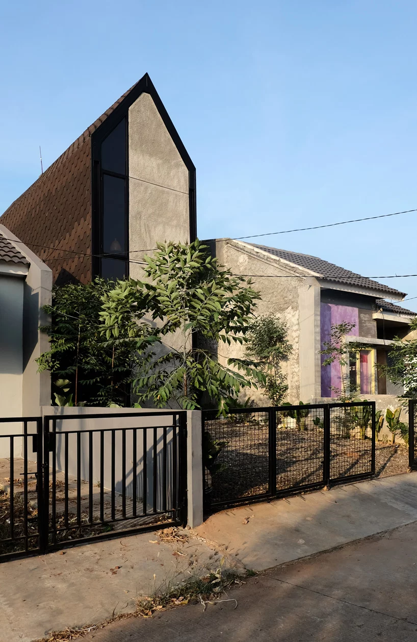 Atelier Bertiga Builds Steel Frame House In Indonesia That Grows Along With Its Owners Steel Frame House Steel Frame Architect House