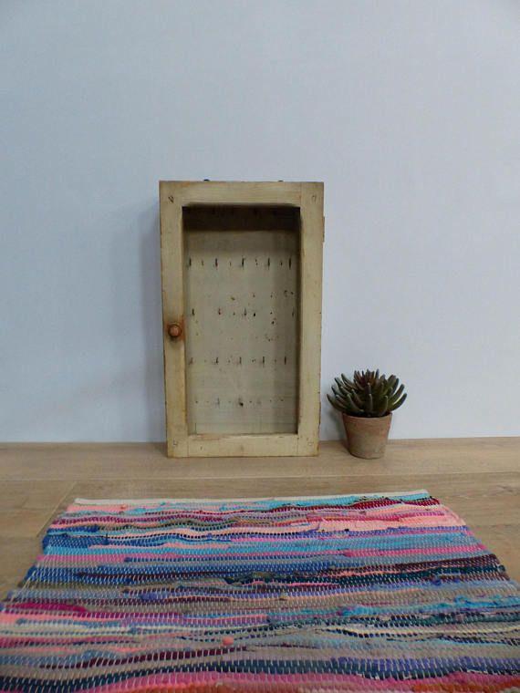 Ancienne boîte à clés d\u0027hôtel artisanale 1950 bois Old wooden key
