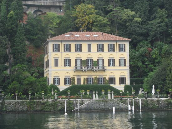 George Clooney S Beautiful Villa On The Lake Celebrity Houses Beautiful Villas Mansions