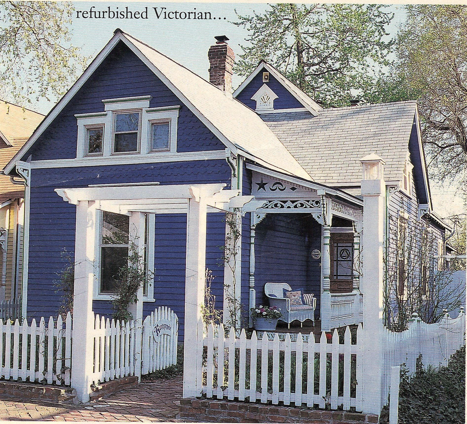 Blue victorian cottage house with white picket fence and for Cottege house