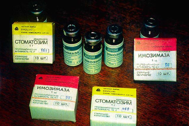 В 1980-х годах новосибирские учёные по просьбе военных создали лекарство для лечения открытых ран, в которые попадала инфекция. Препарат назывался имозимаза, он хорошо показал себя во время войны в Афганистане, однако был неустойчив, сложен в применении и неудобен для хранения. Он применяется до сих пор, но зарегистрирован как ветеринарный препарат.  В 2000-х годах учёные вернулись к проекту и доработали лекарство, создав на основе имозимазы препарат тромбовазим.