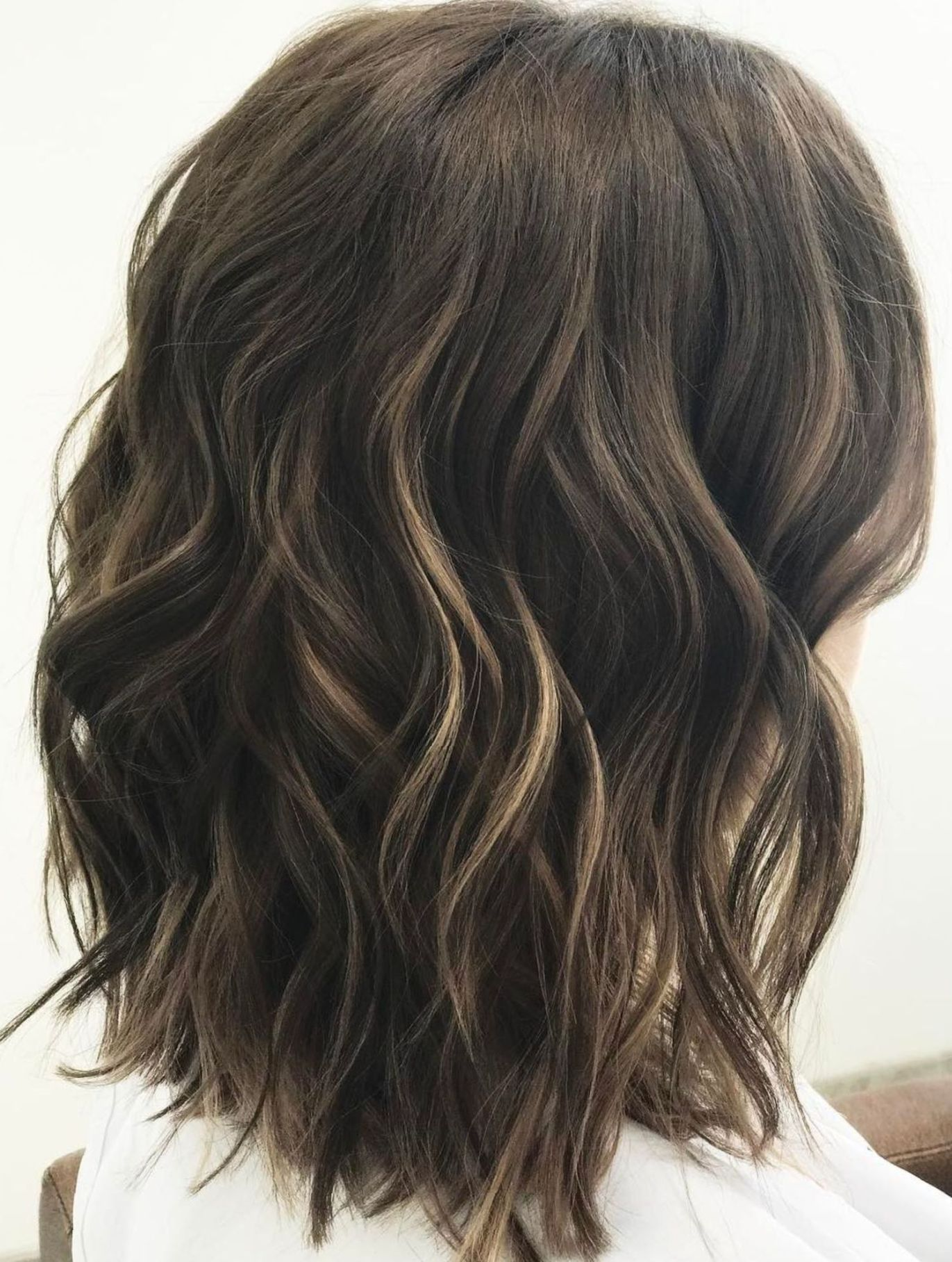 Medium Wavy Brunette Hairstyle Haircut For Thick Hair Curls For Medium Length Hair Wavy Hairstyles Medium