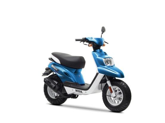 le scooter 50cc mbk booster spirit est une r f rence parmi les scooters destin s aux jeunes. Black Bedroom Furniture Sets. Home Design Ideas