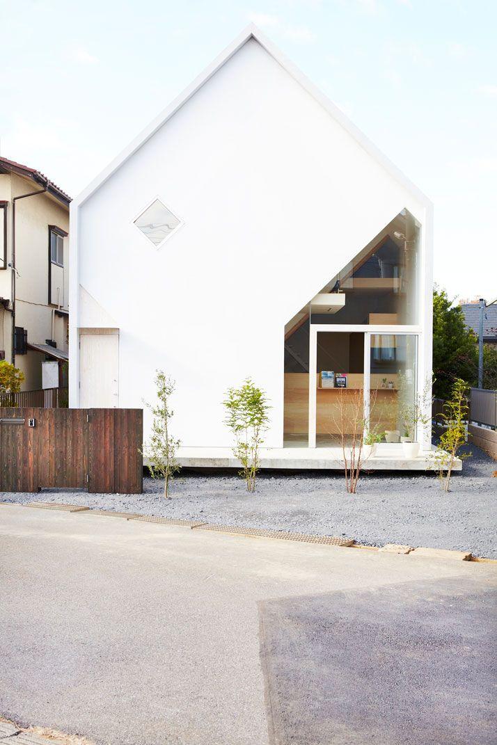 Gavlvegg på nyt tilbygg / House H by Hiroyuki Shinozaki Architects In Matsudo, Chiba, Tokyo